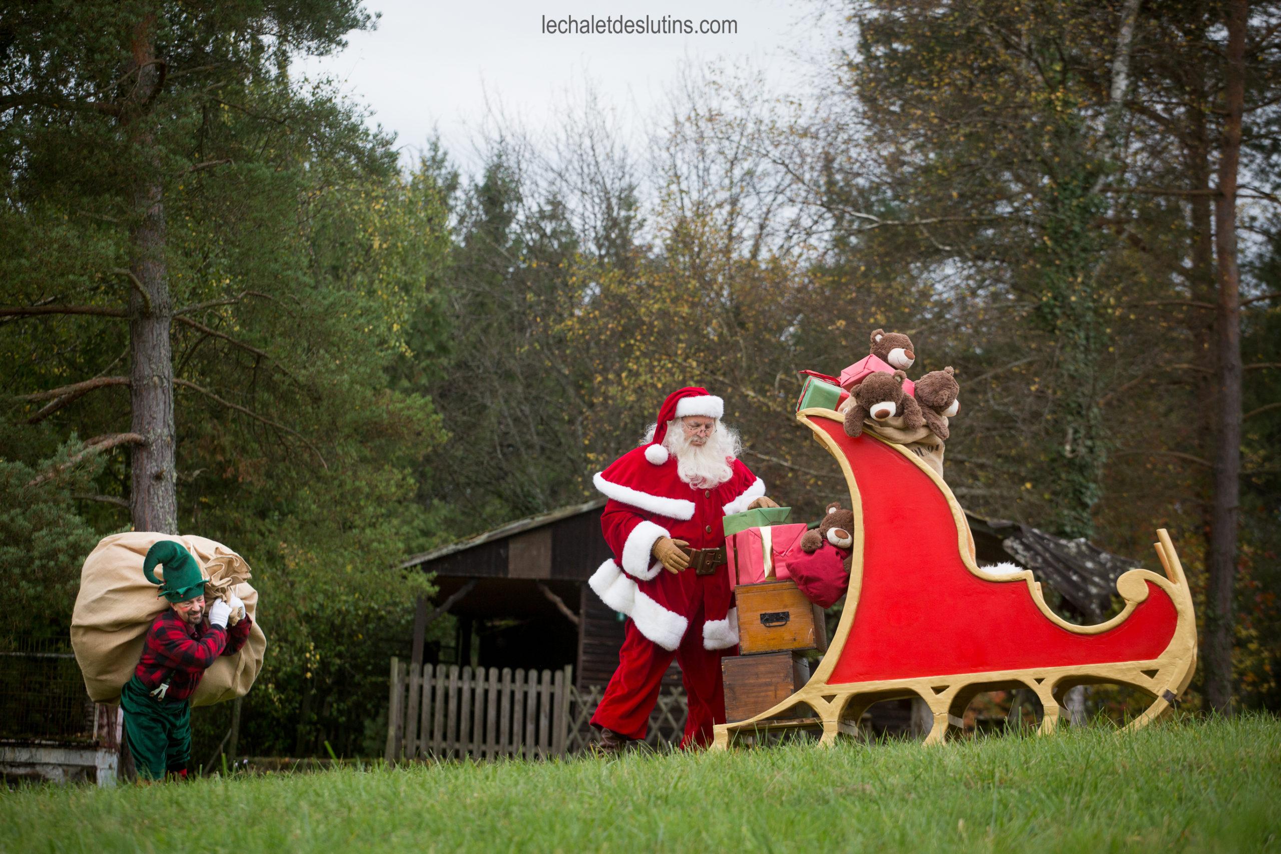Le jour J approche le Père Noël et son fidèle lutin préparent le long voyage du 24 décembre